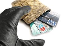 Как мошенники снимают деньги с банковских карты
