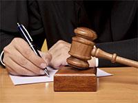 Банк подает в суд